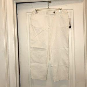 Studio Works white Capri pants cute buttons